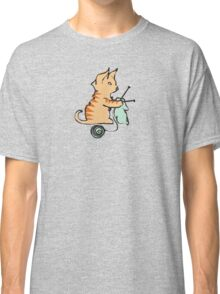 Cute cat knitting needles ball of yarn Classic T-Shirt