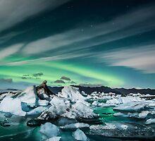 Northern Lighta at Jökulsárlón. by RonniHauks