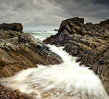 Incoming Wave by Derek Smyth