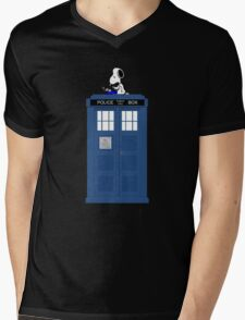Snoopy Doctor Who Mens V-Neck T-Shirt
