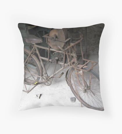 bicicletta da arrotino Throw Pillow