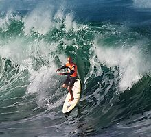 Kelly Slater at 2009 Quiksilver in Memory of Eddie Aikau .2 by Alex Preiss