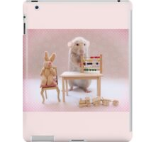 Poppy learning to count! iPad Case/Skin