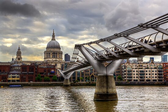 A Walk to St.Paul's by Stuart  Gennery