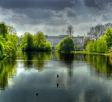 Buckingham Palace and St James Park by Dean Messenger