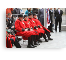 Chelsea Pensioners seated by City Hall Canvas Print