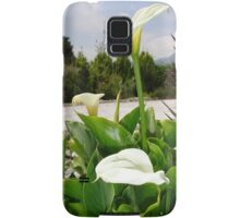 Three Cream Calla Lilies With Garden Background Samsung Galaxy Case/Skin
