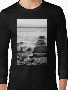 Rocks and waves at Kings Beach, Queensland Long Sleeve T-Shirt