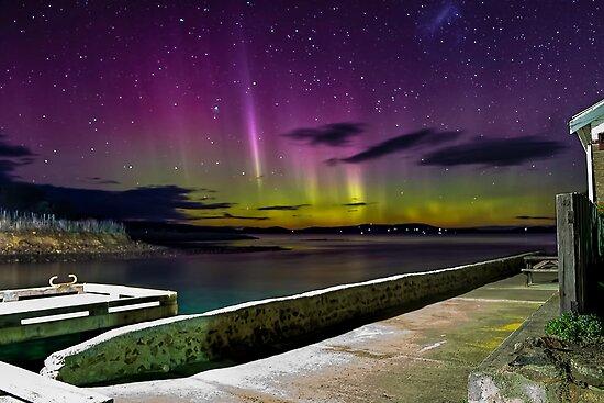 Aurora Australis - Dunalley Tasmania by Robert-Todd