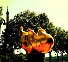 Freedom flame in Paris by PlanetFranck