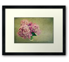 « The Peonies of the old lady » Framed Print