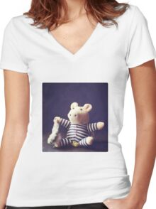 Hug Women's Fitted V-Neck T-Shirt
