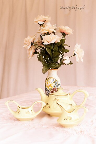 Vintage Teapot, sugar and Cream by Yannik Hay