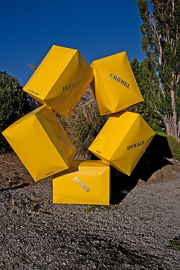 Circle of Boxes by phil decocco