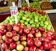 Apples by jayrosco