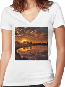 Reflecting sun Women's Fitted V-Neck T-Shirt