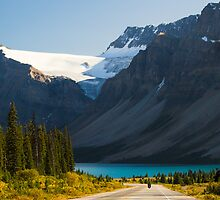 Riding the Icefields Parkway by Yannik Hay