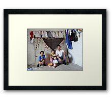 """make poverty history"" - hacer probreza historia Framed Print"