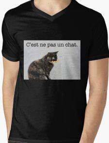 C'est ne pas un chat. Mens V-Neck T-Shirt