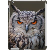 Eyes of an Eagle Owl iPad Case/Skin