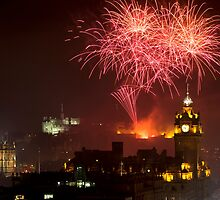 Horizontal view on Edinburgh castle with fireworks by -Silus-