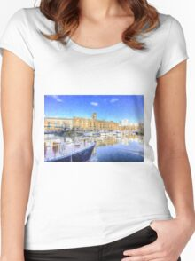 St Katherines Dock London Snow Women's Fitted Scoop T-Shirt