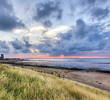 Whitstable beach by Ian Hufton