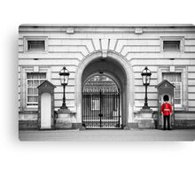 Beefeater at Buckingham Palace, London Canvas Print