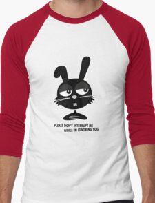 PLEASE DON'T  INTERRUPT ME WHILE IM IGNORING YOU. Men's Baseball ¾ T-Shirt