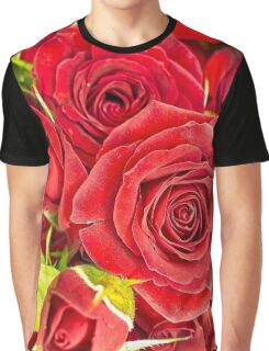 Red roses for love and romance Graphic T-Shirt