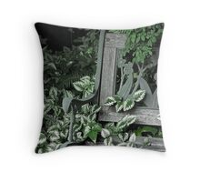 I Cling to the Memories Throw Pillow