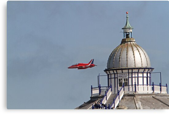 A single red arrow at Airbourne in Eastbourne by Keith Larby