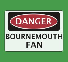 DANGER BOURNEMOUTH FAN, FOOTBALL FUNNY FAKE SAFETY SIGN Kids Tee