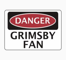 DANGER GRIMSBY TOWN, GRIMSBY FAN, FOOTBALL FUNNY FAKE SAFETY SIGN Kids Tee