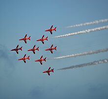 Red Arrows at Airbourne by mike  jordan.