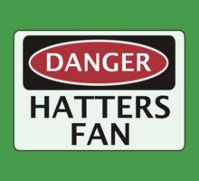 DANGER LUTON TOWN, HATTERS FAN, FOOTBALL FUNNY FAKE SAFETY SIGN Kids Tee
