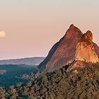 Mt Coonowrin - Glass House Mountains by Stuart Cox