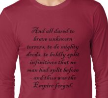 To boldly split infinitives - dark text Long Sleeve T-Shirt
