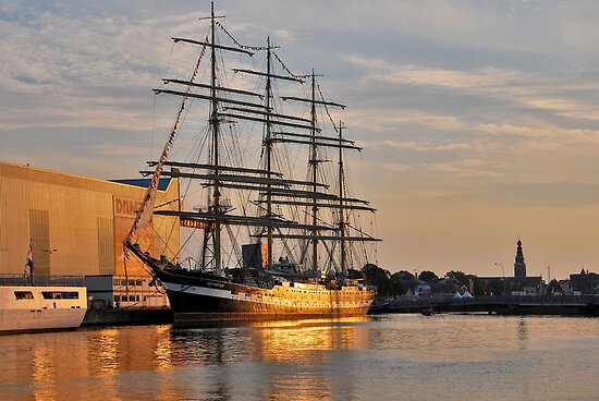 The Kruzenshtern in the golden evening light. by Adri  Padmos