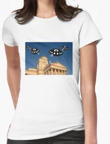 Aliens invade Helsinki Womens Fitted T-Shirt
