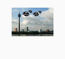 Aliens invade Dusseldorf Unisex T-Shirt