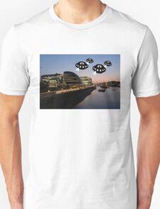 Aliens attack City Hall London T-Shirt