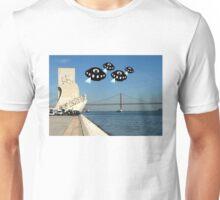 Aliens invade Lisbon Unisex T-Shirt