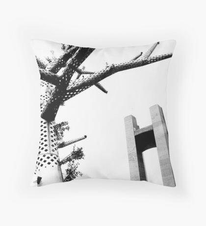 Sculptures brestoises. Throw Pillow