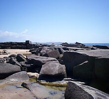 Rocks at Yamba. by FangFeatures