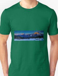 Winter sunrise mount Begbie  T-Shirt