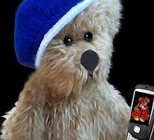 ❀◕‿◕❀TEDDY BEAR'S CELL PHONE.. SHOWING OFF HIS LITTLE GIRL FRIEND AW..❀◕‿◕❀ by ✿✿ Bonita ✿✿ ђєℓℓσ
