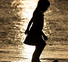 Girl On The Beach by thruHislens .