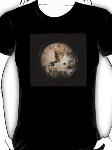 Antique Feel Photograph of an Eerie Clock Face T-Shirt