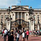 Buckingham Palace by rsangsterkelly